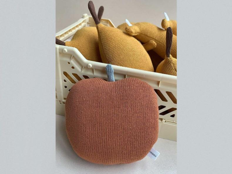 MIKANU-BABY-tattle-apple-rusty