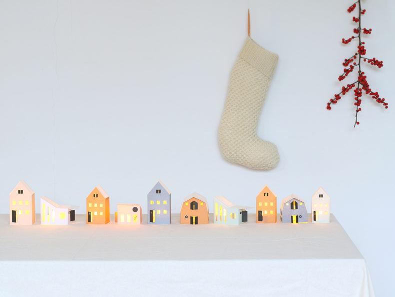 HEIM tiny houses | 12er Bastelset Papierhäuser in Pastellfarben. Aus den vorgestanzten Papierbögen läßt sich ein wunderschönes kleines Dorf gestalten.