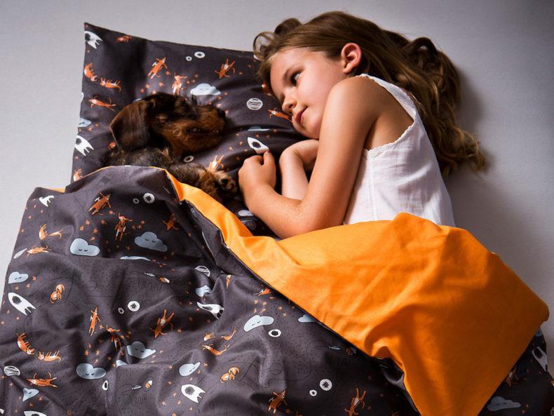 """Schön, oder? Bettwäsche """"Dackel im Weltall"""" blau-orange"""